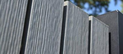 Plotovky Woodplastic® jsou vysoce odolné vůči povětrnostním vlivům a dlouhodobě si udržují stejný vzhled i barevnost.